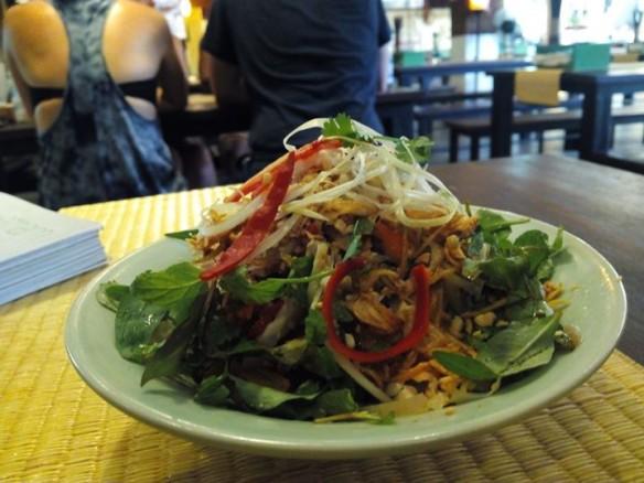 53 ear salad hoian