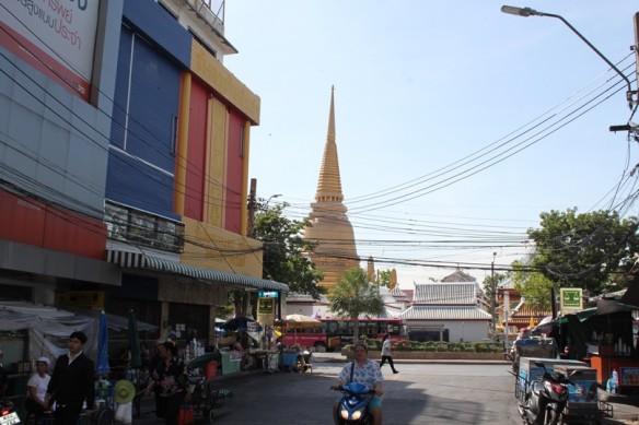 bkk cables, templo, mercados y motos