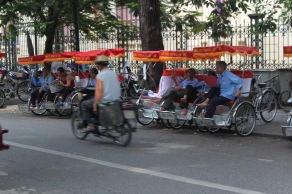 hanoi bike tuktuk
